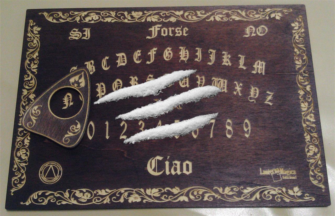 Pippano coca sulla tavola ouija evocano il fantasma di gianni agnelli mike the meme - La tavola di ouija ...